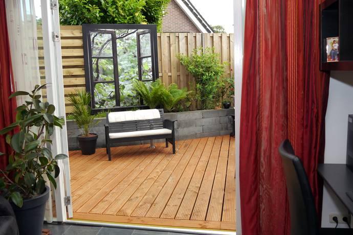 Tuinposter 4 cm frame op schutting